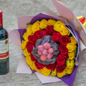 Strawberries Dipped in Chocolate and Roses Flower Bouquet and Frontera Wine ( Cabernet Sauvignon)